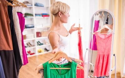 Kleiderschrank ausmisten: So sortierst du am besten aus!